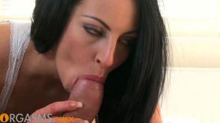 Orgasmen - fit schwarze Haare genießt Orgasmen