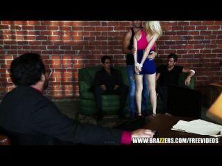 big-Tit blonde Schlampe Phoenix Marie liebt anal