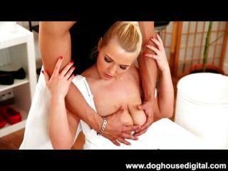 big tits blonde wird gefickt Doggystyle