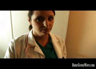 Big Tit Brünette Krankenschwester fickt ihre Patienten