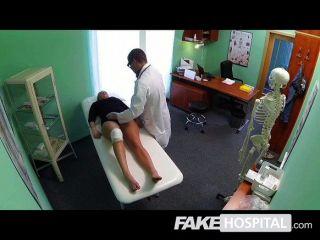 gefälschte Krankenhaus - Ärzte Hahn sexy spritzen heilen