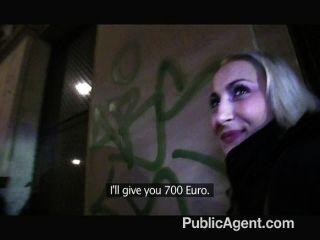 publicagent - sexy Blondine mit festen Hintern