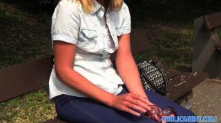 publicagent - einsame Single White Female