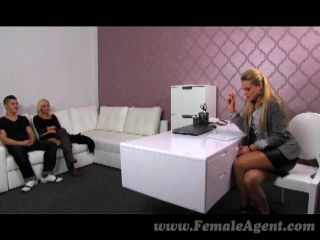 femaleagent - MILF in Dreier Versuchung