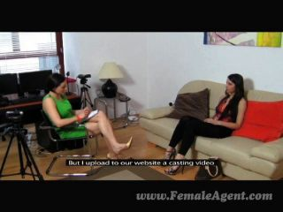ersten Mal lesbischen Couch Casting