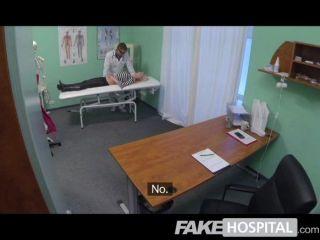 gefälschte Krankenhaus - heiße Blondine bekommt vollen Arzt