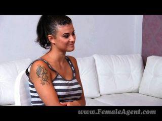 femaleagent - erstaunliche erste lesbische Casting