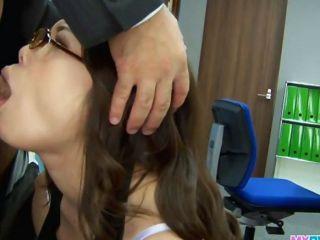 sexy Büro Küken über und gefickt har Biege