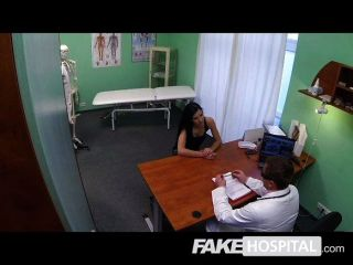 gefälschte Krankenhaus - MILF will Brust impants