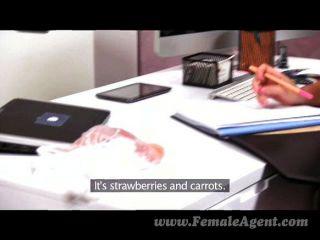 femaleagent - Milf Agent arbeitet Appetit bis