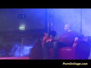 Ladyboy-Sex-Show auf die öffentliche Bühne