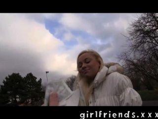 Freundinnen - gerade Mädchen abholen