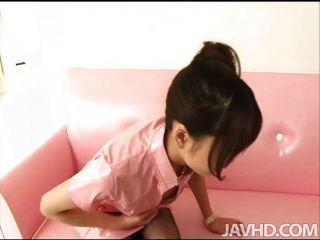 Ririka suzuki hat ein Loch in ihrem pantyh riss