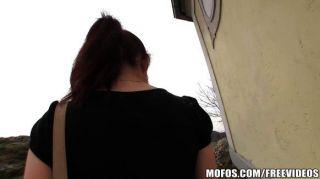 Mädchen von nebenan tauscht Bargeld für Pussy