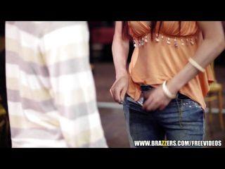 brazzers - hot girl squirts tätowiert