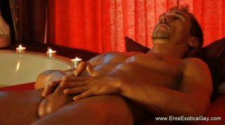 Homosexuell erotische Selbstmassage