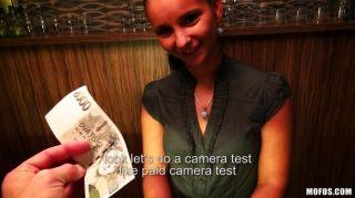tschechisch Barkeeper für Sex bezahlt