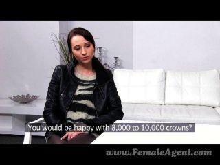 femaleagent - Agent dominiert schlanke Schönheit