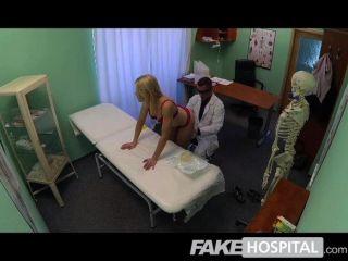 fakehospital - super sexy kurvige Blondine
