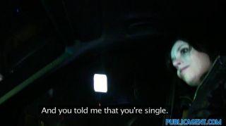 publicagent ilona bekommt es Hündchenart in Auto