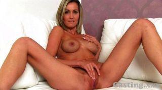 castingxx blonde Babe bekommt Sperma Dusche