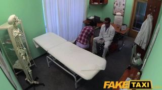 fakehospital - Patient genießt Krankenschwester Massage