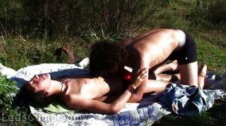 geile Jungs machen draußen xxx Picknick