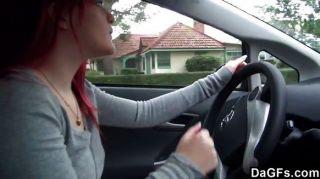 Rotschopf emo Tit im Auto zeigt