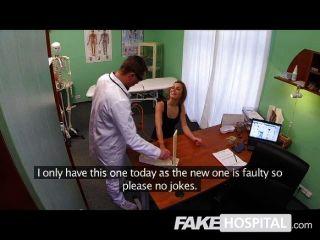 gefälschte Krankenhaus - hot Turnerin nimmt einen Schwanz