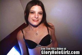 petite geschwollenen Brustwarzen absaugt Glory Hole