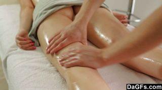 Teenager-Massage verwandelt sich in sinnlicher Sex