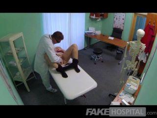 fakehospital - vollbusige schöne blonde tränkt