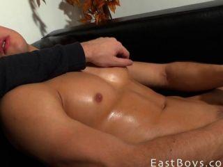 schöner Junge - Muskel Anbetung und Ruckeln von