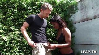 französisch schwarzes Mädchen bekommt ihren Arsch schlug