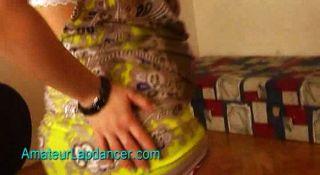 schwangeren Teenager tut lapdance und Streifen