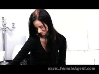 femaleagent - zum ersten Mal mit einer sexy Frau