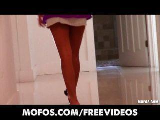 sexy Latina Babe gefangen ihr Mann verdammt