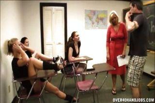 Lehrer im Klassenzimmer Wichsen