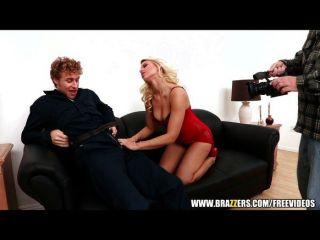 geile blonde pornstar Anikka Albrite squirts