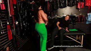 vollbusige angelina castro Sex Shop Fick Tour!