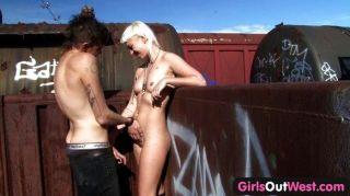 Mädchen aus Westen - behaarte blonde Zug Sex