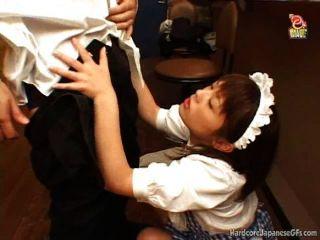 japanisch Barmädchen wird gefickt und cumloaded