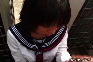 japanische Schülerin saugt Hahn unzensiert