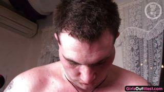 rasiert Amateur Pussy Loch mit Sperma gefüllt