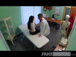 fakehospital - Ärzte Hahn heilt laut sexy