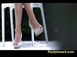 versteckte Kamera auf langen Beinen Schönheit
