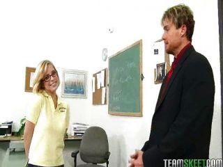 blonde Schülerin Penny pax bekommt ihr rosa Eiter