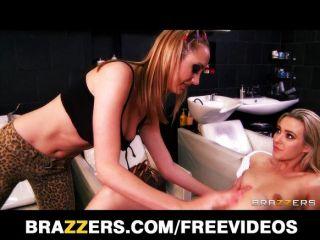 Brett rossi Massagen und fickt ihr Client