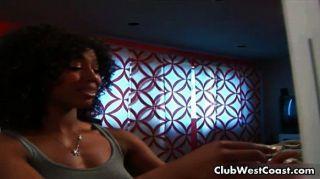 sexy schwarzen Mädchen in einem Gruselfilm liebt