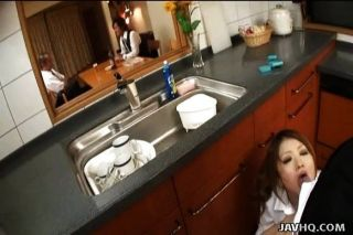 japanische Teen wird in der Küche gefickt